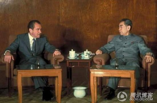 举世罕见·尼克松亲自为周总理脱大衣 - daigaole101 - 我的博客