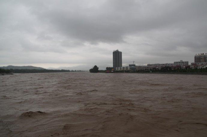 亲历:西峡洪水围城(组图)