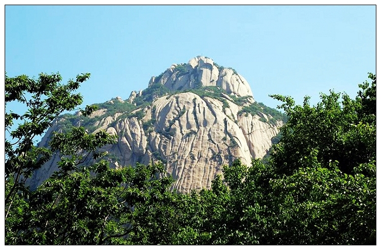 莲花山风景区位于延庆县大庄科乡的山区内