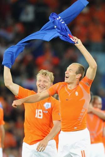 图文-[欧洲杯]法国1-4荷兰荷兰双星庆祝出线