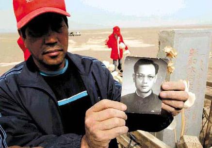 图文:横穿罗布泊日记之六:沙漠祭英雄 - 赵亚辉 - 赵亚辉