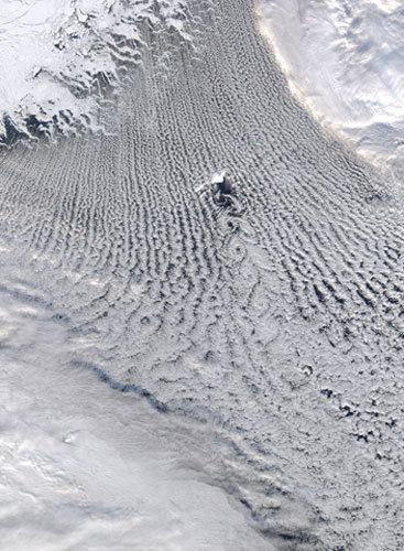 卫星俯瞰地球:格陵兰岛奇特积云旋涡(图)