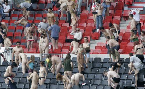 欧洲杯,我拿裸体爱你 - 张羽魔法书 - 张羽魔法书