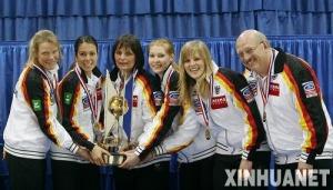 2010年世界女子冰壶锦标赛冠军德国队 左一是45岁大妈级选手