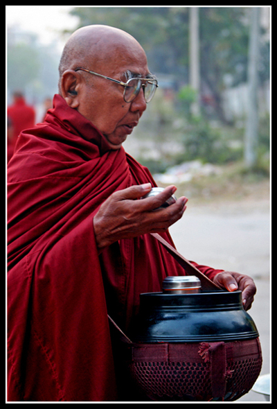 佛教国家缅甸人的虔诚与微笑 - 照看天下 - 照看天下的博客