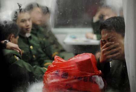 《好男儿不哭》难舍军营 战友敬礼惜别…——献给退伍老兵(记实视频与图片) - 碧绿战歌 - 军人风采