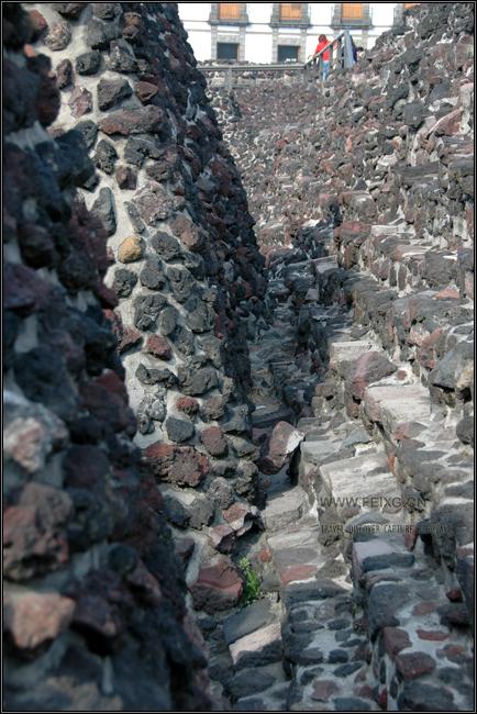 081128 墨西哥掠影(13)阿兹特克大神庙遗址 - 天外飞熊 - 天外飞熊