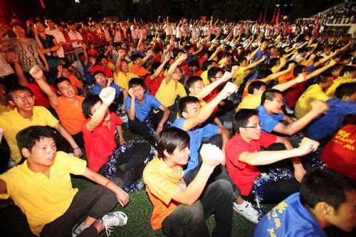 8月18日下午,富士康深圳厂区,富士康员工宣誓。