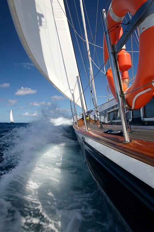 海的纯色,配上蓝色的天空和船,竟然拍出如此漂亮的片片~~~ - 搜狐白社会 Beta - 小小蜡烛 - 小小蜡烛
