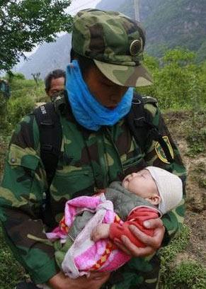 地震中母亲用身体保护孩子 短信遗书令人落泪 - 玉牡丹 - .