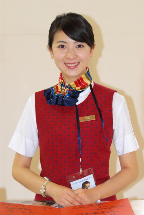最新国航美女机长照片>>深圳航空机长照片>>小胖