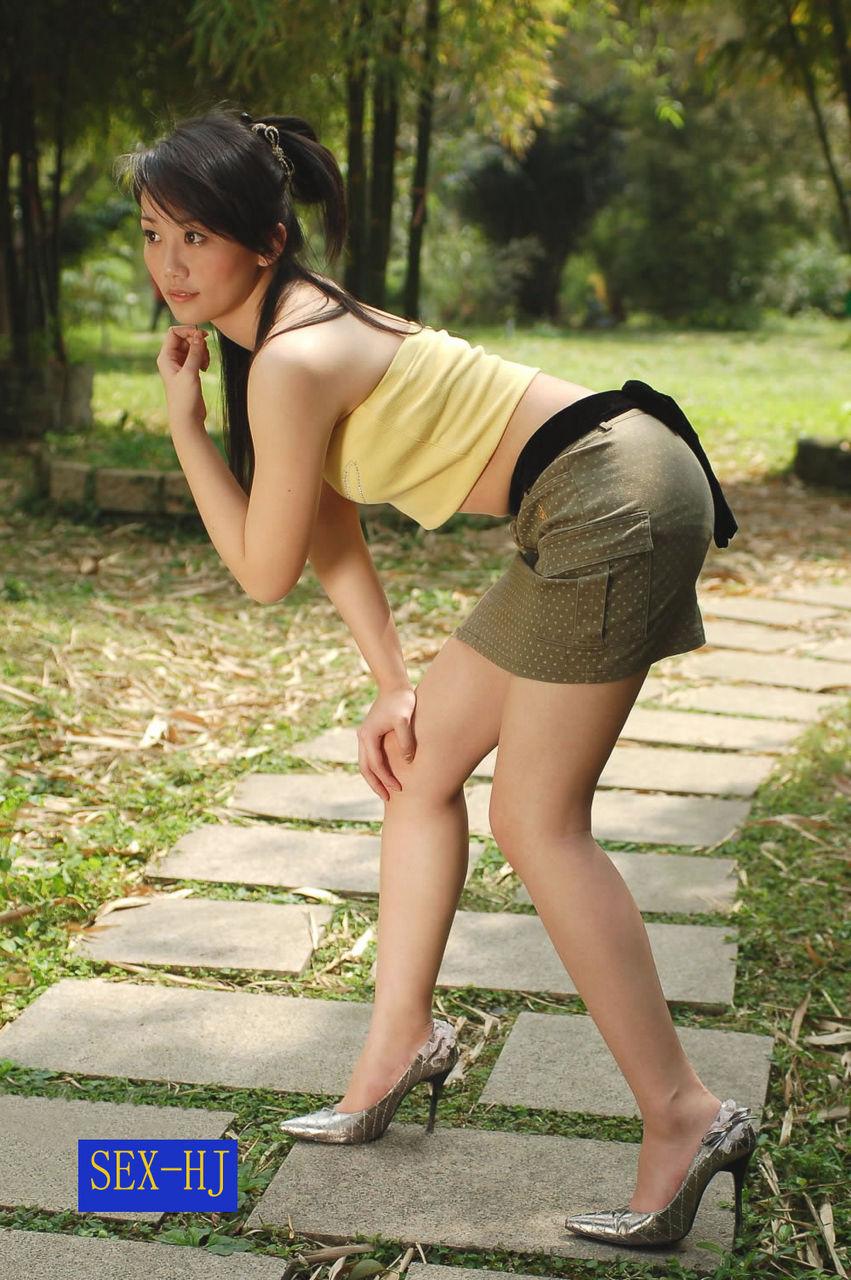 【转载】10/16:短裙热裤美腿少妇林间模拍 - acz369 - 雪莲花的博客