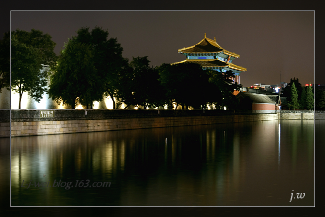 筒子河之夜(原创摄影) - 冰滴卡布 - l-j-wei的个人主页