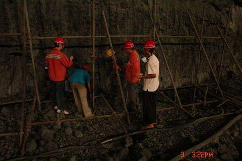 在溪洛渡水电站左岸地下厂房岩锚梁开挖全部结束之际,谨献上此组照