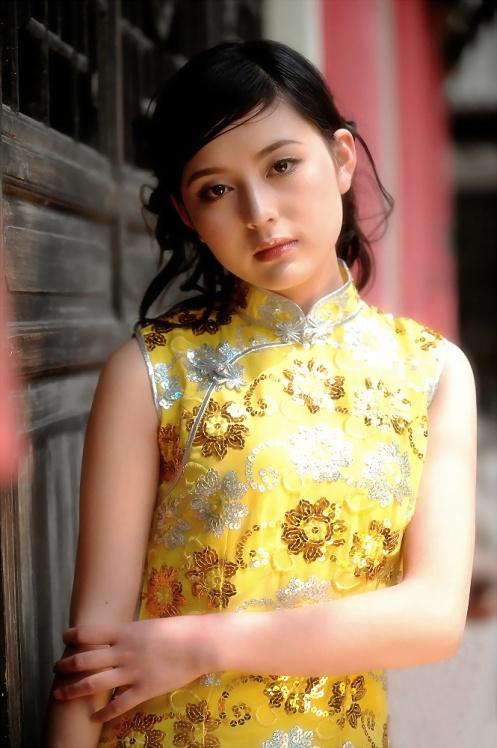 黄色旗袍半妆美人 - 尽情享受生活的人 - 阳光梦想www.yg22.com