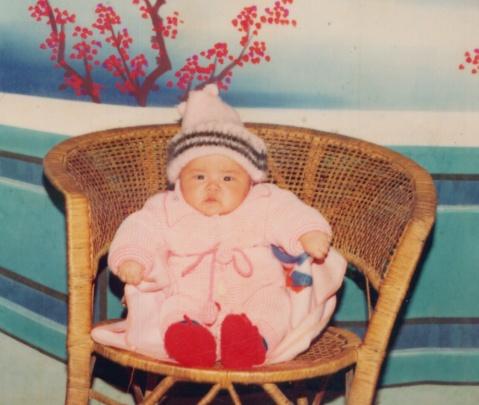 有一个小女孩今天二十岁嘹所以她以后不再是小女孩了 - 馨香盈袖 - 記 日