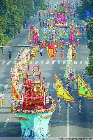 上街观看珠海民间艺术大巡游 - 张中定 - 张中定的博客