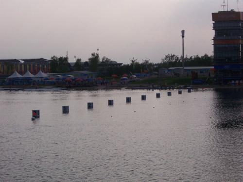 我看到中国皮划艇女运动员被两人搀扶着走过 - 刘兴亮 - 刘兴亮的IT老巢