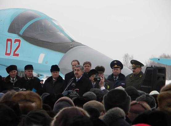 图文:俄空军向媒体展示接收的头两架苏34战机