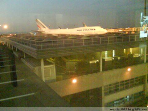 到巴黎飞机场的飞机