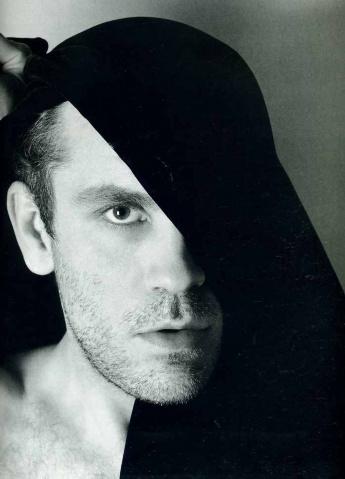 美国摄影大师:Matthew Rolston人像作品选 - 五线空间 - 五线空间陶瓷家饰