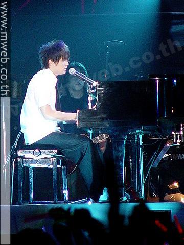 周杰伦2004 无与伦比 演唱会LIVE图片