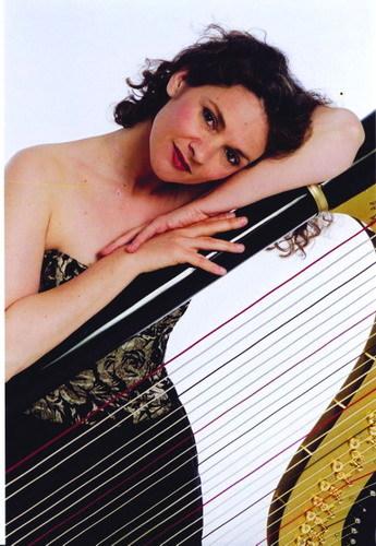 专访竖琴演奏家伊萨贝尔·贝琳 - 外滩画报 - 外滩画报 的博客