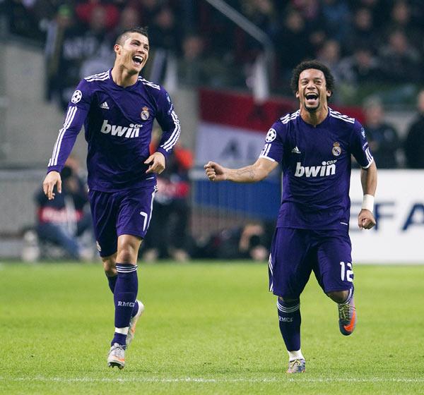 欧冠小组赛G组 C罗梅开二度本泽马阿韦洛亚破门 皇家马德里客场4 0阿贾克斯小组第一出线