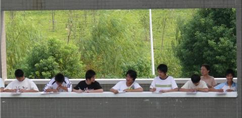 请您投一票:浙江省平湖中学新校歌歌词展评 - 桂风蕉雨 - 邓中肯 blog
