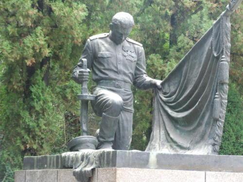 26年前在苏军烈士陵园看到的同龄人 - liuyj999 - 刘元举的博客