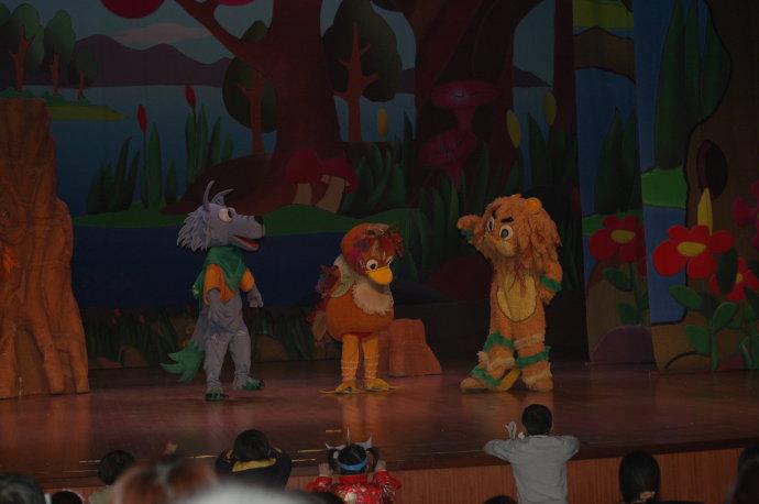 打开童话大门带孩子看儿童剧《丑小鸭之危险我不怕》