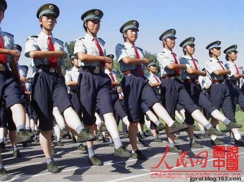 2009年十一国庆阅兵式女兵艰辛排练中 - 白大侠 - 白大侠的博客