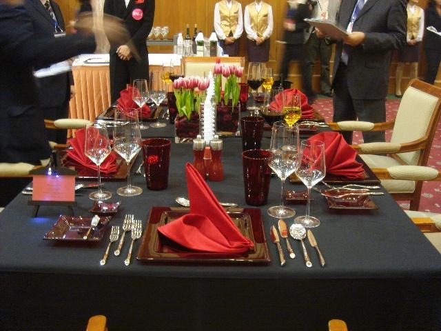 充满创意的中西餐宴会摆台(转)图片