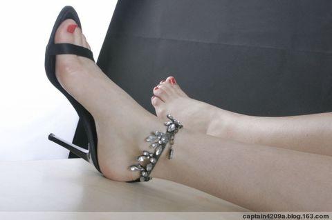 美女;指 趾 甲是会长的!