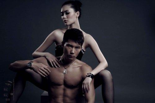 名模徐戈裸身露点拍摄性感腕表大片《古铜色》 - 110414 - 左岸麦田の魔男志