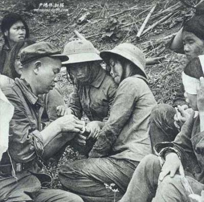 对越反击战回忆:一串串美女战俘被押过来[组图] - 和平年代 - 和平年代