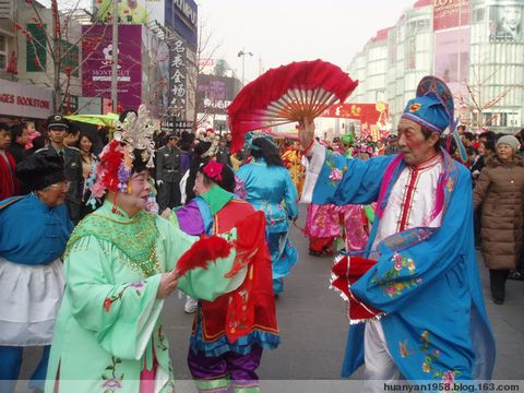 秧歌队金街添色彩 - 欢颜 - 欢颜的博客