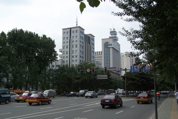 走在长春的街头(组图)(1) - 恋石斋 - 恋石斋