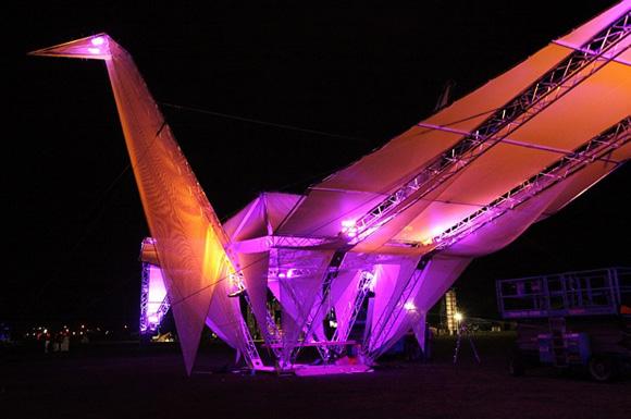 堪称世界上最大的LED发光纸鹤 - 何泛泛 - 何泛泛|IT独唱团
