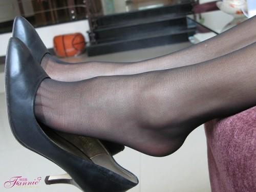 美女如云 五光十色又俏丽迷人的脚链伴着一双双美腿