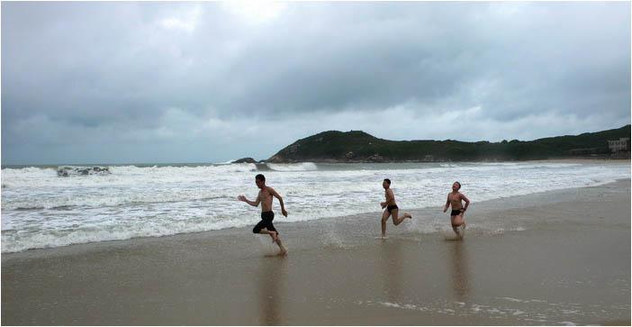 [原]深圳·台风过后的东冲海滩 - Tarzan - 走过大地
