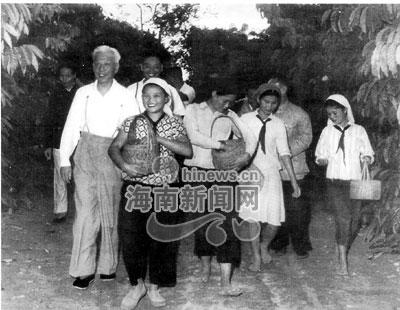 兴隆华侨农场往事 小学生与国家领导人幸福合影图片