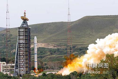 """北京时间六日上午十一时二十分许,中国""""环境与灾害监测预报小卫星""""(简称""""环境减灾"""")A、B卫星以一箭双星方式,在太原卫星发射中心由""""长征二号丙""""运载火箭发射升空。孙自法摄"""