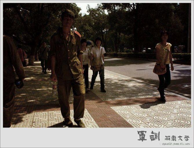 湖南大学偶遇周杰伦军训,走到哪都这么跩 - 小白变棉花糖 - 全世界不懂无所谓