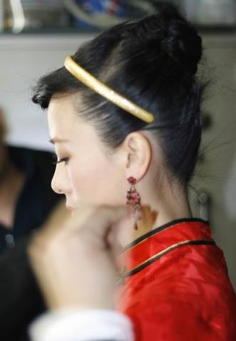 把最爱的中国红穿在身上 - 翁虹 - 翁虹的博客