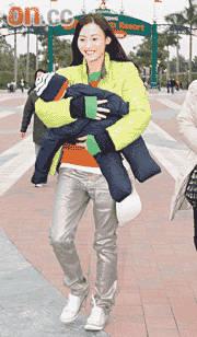 张柏芝抱儿子追到泰国探班 给谢霆锋惊喜(图)