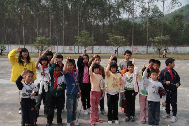 """关注农村留守儿童,关爱苗圃里成长的""""小草"""" - 工程 - 友爱NO.1历奇拓展培训"""