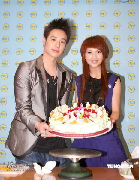 杨丞琳,潘玮柏携手做蛋糕 - 梦里的雪精灵 - ゛節奏﹎