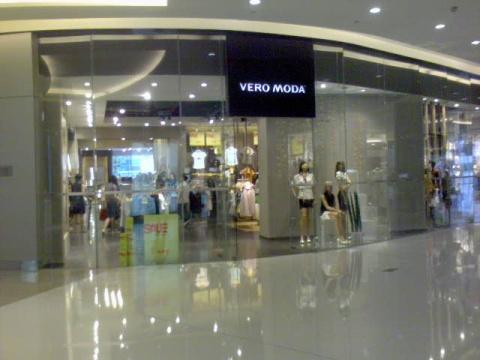 海岸城的VERO MODA   这里就是我工作的地方了   照片只是店铺的一图片