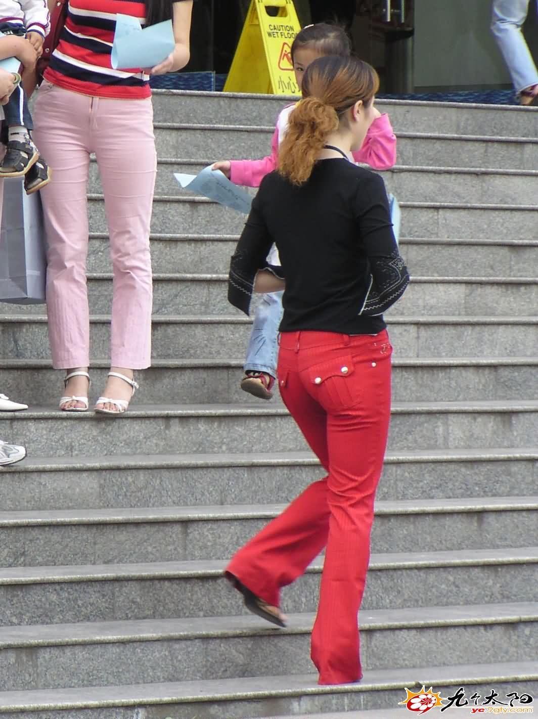 发广告传单的红裤MM - 源源 - djun.007 的博客